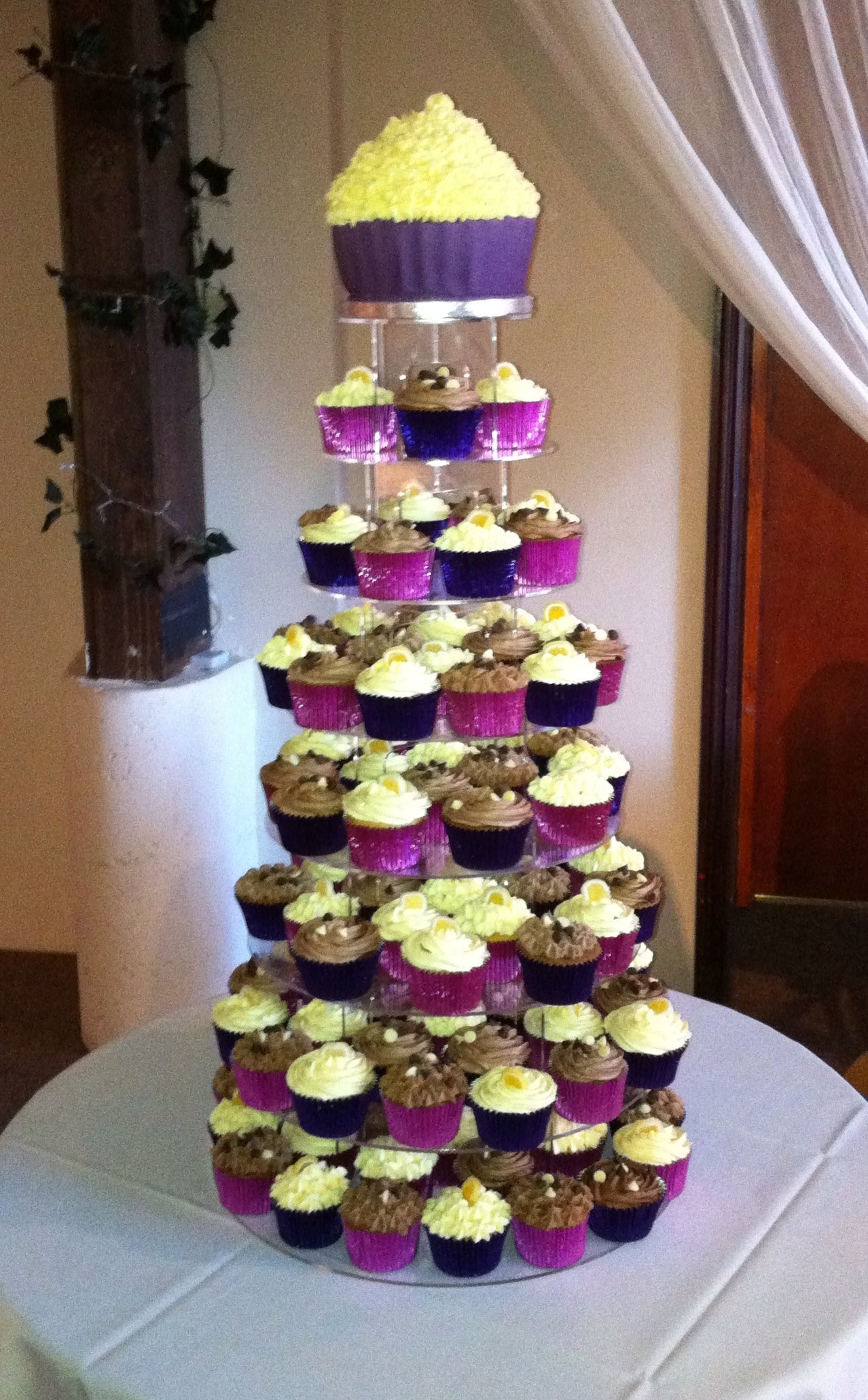 cupcake wedding cake Photo